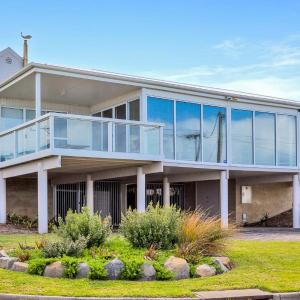 Фотографии отеля: Seagull House - ocean viewed house, Victor Harbor