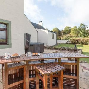 Hotel Pictures: Hill End Farmhouse, Dalry