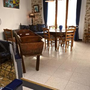 Hotel Pictures: Gîte Les Iris, Garrigues-et-Sainte-Eulalie