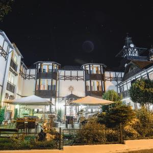 Hotel Pictures: Schlosshotel Marienbad, Mariánské Lázně