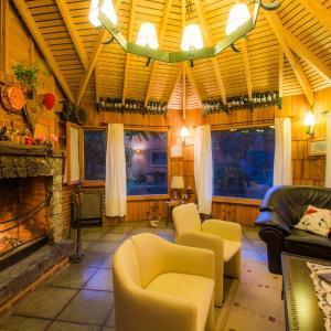 Hotel Pictures: Rio Mel Lodge, Villa Meliquina