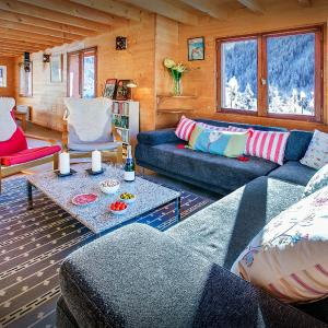 Hotel Pictures: Chalet Les Houlottes, Manigod