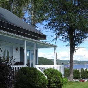 Hotel Pictures: Gîte de la colline, Baie-Sainte-Catherine