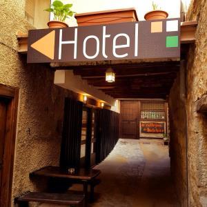 Hotel Pictures: Hotel Apartamentos O Callejón DE Belchite, Ayerbe