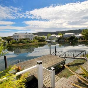 Фотографии отеля: Private Poolside Paradise, Найсне