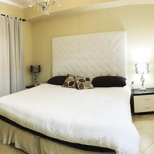 Hotel Pictures: Gold Coast Luxury Condo One Floor, Palm-Eagle Beach