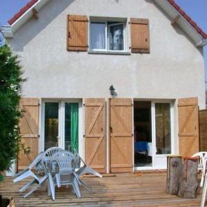 Hotel Pictures: House Villa 2 chambres en forêt de stella-plage., Stella-Plage