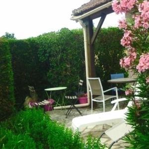 Hotel Pictures: House Castelnau-montratier - 4 pers, 75 m2, 3/2, Castelnau-Montratier