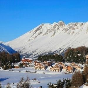 Hotel Pictures: Apartment La marmotte la crete du berger, La Joue du Loup