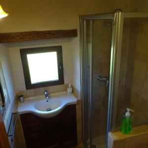 Hotel Pictures: Holiday Home Cal Roquera, Caserras