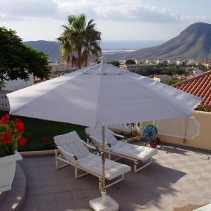 Hotel Pictures: Holiday Home Villa Anita, Chayofa