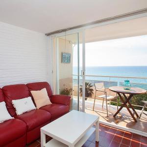 Hotel Pictures: Apartment APARTAMENT CLIPPER.2, Sant Vicenç de Montalt