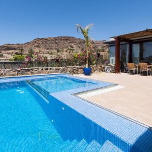 Hotel Pictures: Villa SUNSET VILLA, HEATED POOL, La Playa de Tauro