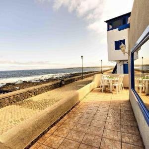 Hotel Pictures: Holiday Home La Casa Azul de la Santa, La Santa