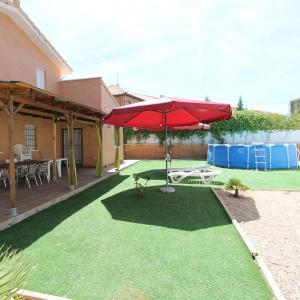 Hotel Pictures: Chalet CASA BALCON DEL JARAMA, Seseña Nuevo