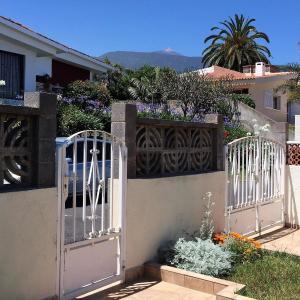 Hotel Pictures: Holiday Home Flores de Erika- Magnolia, La Orotava