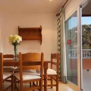 Hotel Pictures: Apartment ELS PINS II - 2 dorm Ap nº 2, Cala de Sant Vicent