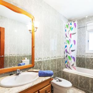 Hotel Pictures: Holiday Home La Gavina, Vidreres