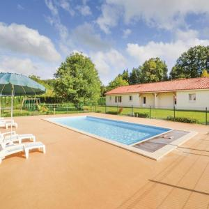 Hotel Pictures: Studio Holiday Home in Savignac-Les-Eglises, Savignac-les-Églises