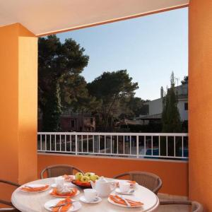 Hotel Pictures: Apartment ELS PINS III - 2 dom Ap nº 13, Cala de Sant Vicent