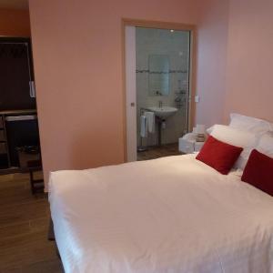 Hotel Pictures: Maison d'Hôtes La Chaumière de Sucy, Sucy-en-Brie