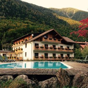 Hotel Pictures: B&B Seehotel am Hallstättersee, Obertraun