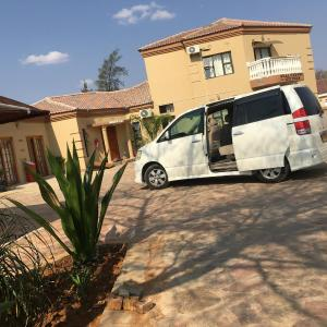 Hotel Pictures: Real Favour Suites, Palapye