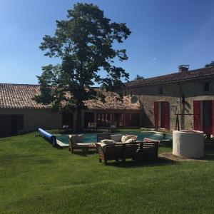 Hotel Pictures: Chai de Vieux Benauge, Arbis