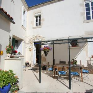 Hotel Pictures: La Jolie Maison Apartment, Le Langon