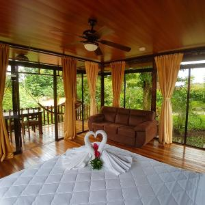 Hotel Pictures: Heliconias Nature Lodge, Fortuna