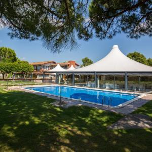 Hotel Pictures: Mas de la Sala, Sallent del Llobregat