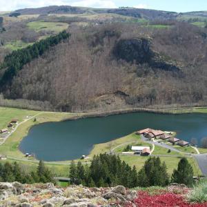 Hotel Pictures: Les Roulottes Du Lac Des Graves, Lascelle