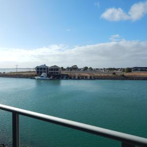 Hotel Pictures: Wallaroo Marina Executive Apartments, Wallaroo