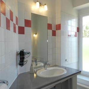 Hotel Pictures: Holiday Home Domaine du Dragon.4, Draguignan