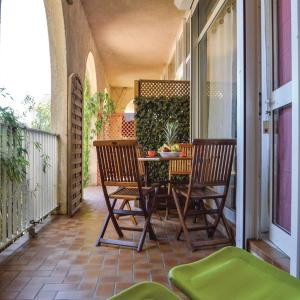 Hotel Pictures: Studio Holiday Home in Cervione, Cervione
