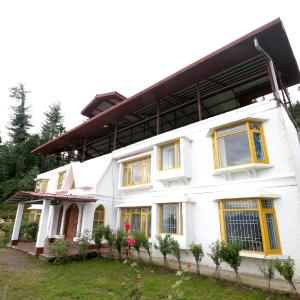 Hotel Pictures: OYO 9347 Hill View Apple Orchid 2BHK Villa Fagu, Shimla