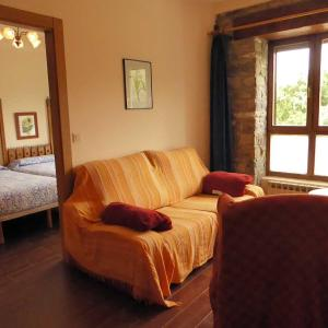 Hotel Pictures: Apartamentos 3 Atostarra, Íbero