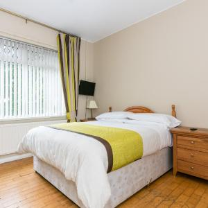 Hotel Pictures: Downview Chalet Bungalow, Belfast