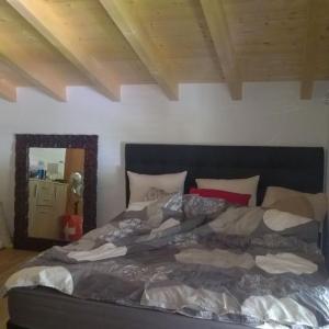 Hotel Pictures: Chalet Issert ( Val Feret ), Orsières