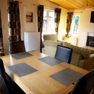 Hotel Pictures: Royal Deeside Woodland Lodges, Aboyne