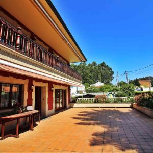 Hotel Pictures: Casa Carmen, Oleiros