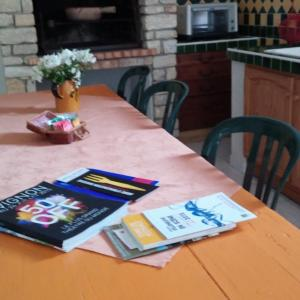 Hotel Pictures: Holiday home Chemin des Grottes, Pujaut