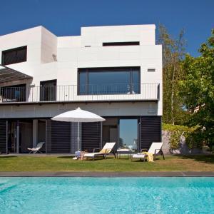 Hotel Pictures: Luxury Villa Archsense Apartments, Cabrils