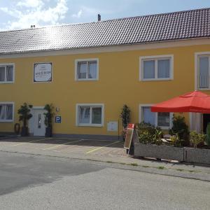 Fotos do Hotel: Pension Haus Nova, Wiener Neustadt