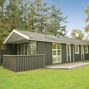 Hotel Pictures: Three-Bedroom Holiday Home in Blavand, Blåvand