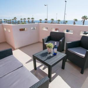 Hotel Pictures: Fabulous Ocean Front Penthouse, Puertito de Güímar