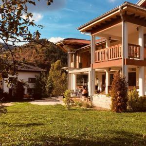 Hotel Pictures: Guest House Rest, Cherni Osŭm