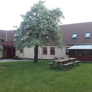 Hotel Pictures: Pension Stenvang, Onsbjerg