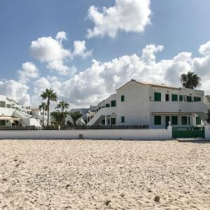 Hotel Pictures: El balcón del Cotillo-white sand and turquoise waters, Cotillo
