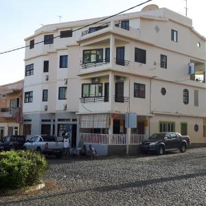 Hotel Pictures: Residencial Tocely, Tarrafal